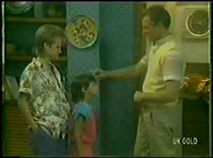 Daphne Clarke, Lucy Robinson, Jim Robinson in Neighbours Episode 0034