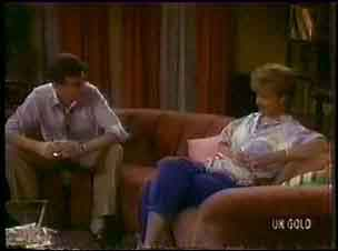 Des Clarke, Daphne Clarke in Neighbours Episode 0035