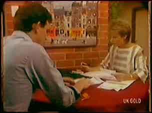 Des Clarke, Daphne Lawrence in Neighbours Episode 0036