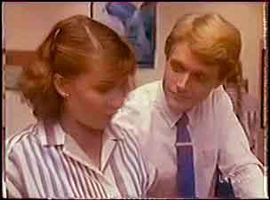 Julie Robinson, Greg Arnold in Neighbours Episode 0036