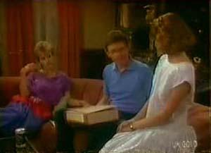 Daphne Clarke, Des Clarke, Julie Robinson in Neighbours Episode 0039