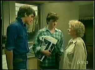 Scott Robinson, Danny Ramsay, Mrs Forbes in Neighbours Episode 0042