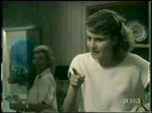 Helen Daniels, Julie Robinson in Neighbours Episode 0043