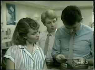 Julie Robinson, Greg Arnold, Des Clarke in Neighbours Episode 0043
