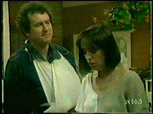 Max Ramsay, Maria Ramsay in Neighbours Episode 0045