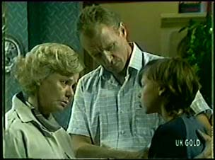 Helen Daniels, Jim Robinson, Lucy Robinson in Neighbours Episode 0046