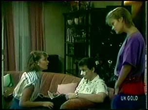 Julie Robinson, Des Clarke, Daphne Clarke in Neighbours Episode 0046