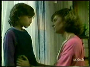 Lucy Robinson, Julie Robinson in Neighbours Episode 0046