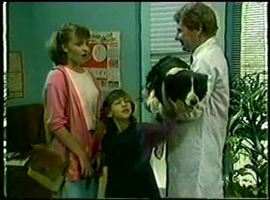 Julie Robinson, Lucy Robinson, Patch, Vet in Neighbours Episode 0046