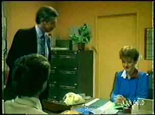 Paul Robinson, Dean Canning, Cathy Woodfield in Neighbours Episode 0048