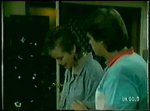 Daphne Clarke, Shane Ramsay in Neighbours Episode 0049