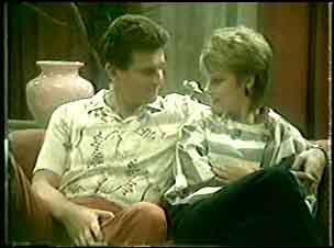 Des Clarke, Daphne Clarke in Neighbours Episode 0051