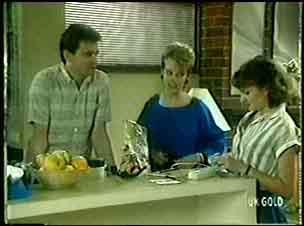 Des Clarke, Daphne Clarke, Julie Robinson in Neighbours Episode 0051