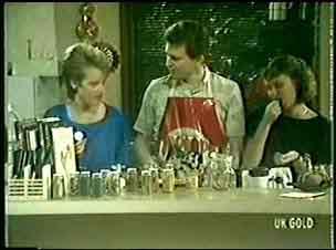 Daphne Clarke, Des Clarke, Julie Robinson in Neighbours Episode 0051
