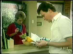 Daphne Clarke, Des Clarke in Neighbours Episode 0052