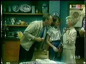 Jim Robinson, Julie Robinson, Helen Daniels in Neighbours Episode 0053