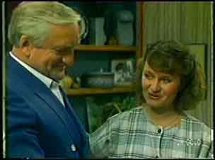 Victor Armstrong, Julie Robinson in Neighbours Episode 0054
