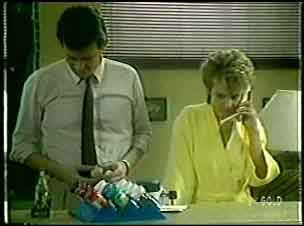 Des Clarke, Daphne Clarke in Neighbours Episode 0055