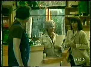 Max Ramsay, Helen Daniels, Maria Ramsay in Neighbours Episode 0056