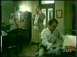 Helen Daniels, Jim Robinson, Tom Warren in Neighbours Episode 0056