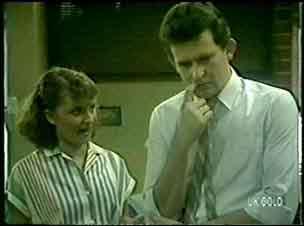 Julie Robinson, Des Clarke in Neighbours Episode 0057