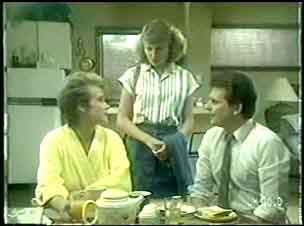 Daphne Lawrence, Julie Robinson, Des Clarke in Neighbours Episode 0059