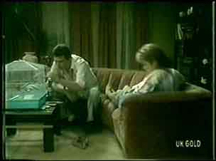 Squawker, Des Clarke, Daphne Lawrence in Neighbours Episode 0059
