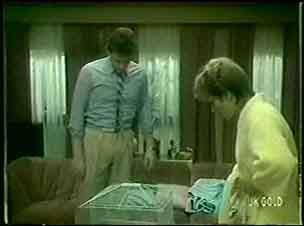 Des Clarke, Daphne Lawrence in Neighbours Episode 0059