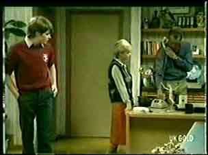 Scott Robinson, Helen Daniels, Jim Robinson in Neighbours Episode 0061