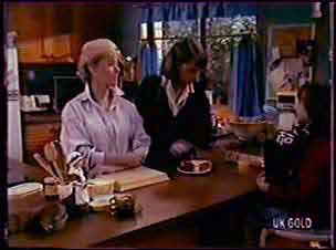 Helen Daniels, Julie Robinson, Lucy Robinson in Neighbours Episode 0070