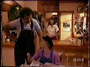 Max Ramsay, Terry Inglis, Maria Ramsay in Neighbours Episode 0070