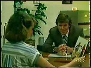 Julie Robinson, Philip Martin in Neighbours Episode 0071