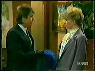 Shane Ramsay, Linda Fielding in Neighbours Episode 0071