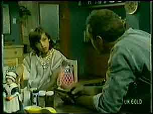 Lucy Robinson, Jim Robinson in Neighbours Episode 0072