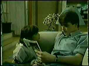Lucy Robinson, Scott Robinson in Neighbours Episode 0072