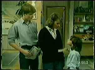 Scott Robinson, Julie Robinson, Lucy Robinson in Neighbours Episode 0072
