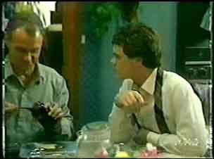 Jim Robinson, Paul Robinson in Neighbours Episode 0072