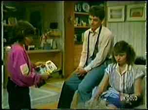 Lucy Robinson, Paul Robinson, Julie Robinson in Neighbours Episode 0072