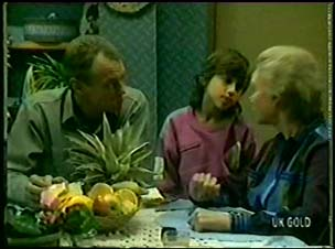Jim Robinson, Lucy Robinson, Helen Daniels in Neighbours Episode 0073