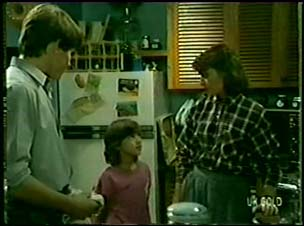 Scott Robinson, Lucy Robinson, Julie Robinson in Neighbours Episode 0073