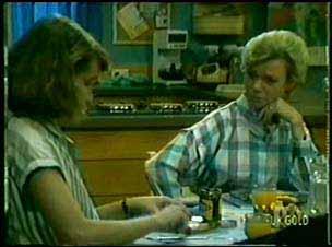 Julie Robinson, Helen Daniels in Neighbours Episode 0074