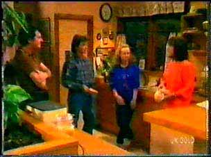 Max Ramsay, Danny Ramsay, Wendy Gibson, Maria Ramsay in Neighbours Episode 0077