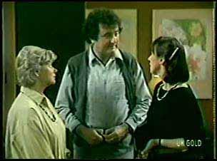 Helen Daniels, Max Ramsay, Maria Ramsay in Neighbours Episode 0078
