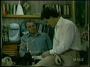 Jim Robinson, Des Clarke in Neighbours Episode 0079