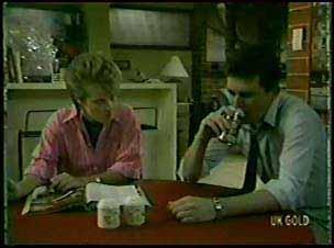 Daphne Clarke, Des Clarke in Neighbours Episode 0080