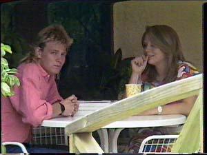 Scott Robinson, Sue Parker in Neighbours Episode 0430