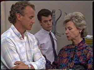 Jim Robinson, Paul Robinson, Helen Daniels in Neighbours Episode 0430