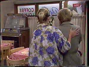 Daphne Clarke, Eileen Clarke in Neighbours Episode 0431