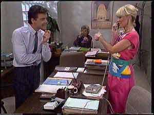Paul Robinson, Helen Daniels, Rosemary Daniels in Neighbours Episode 0431