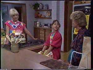 Rosemary Daniels, Lucy Robinson, Helen Daniels in Neighbours Episode 0432